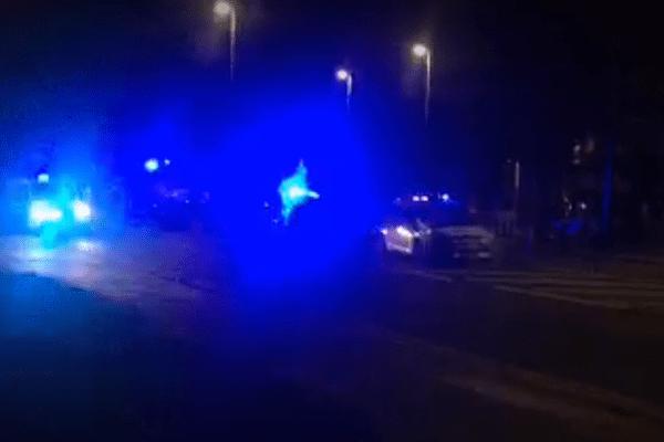 英にある北朝鮮大使館の近くに不審物、警察が爆破処理を行う
