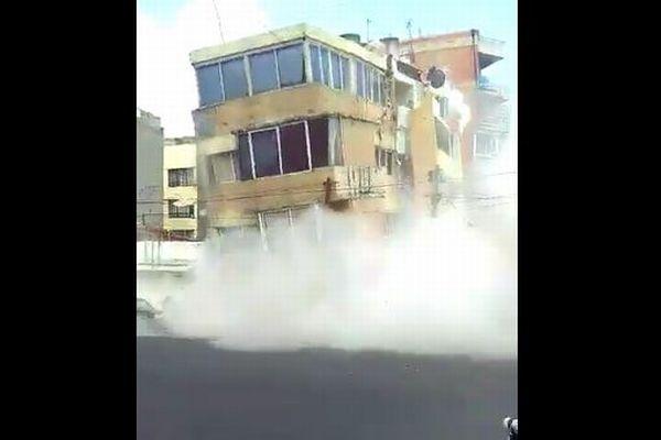 メキシコの首都をM7.1の地震が直撃、建物倒壊の瞬間を捉えた動画がショッキング