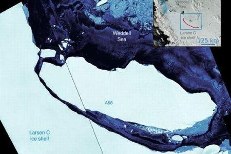 都市の4倍もある巨大な氷山が分離、移動を開始したことが衛星画像で確認される