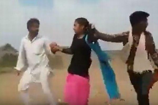【インドの児童婚】結婚相手が少女を無理やり連れ去っていく動画がショッキング