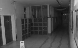 幽霊はいる…と思わせる恐ろしい動画が、学校の防犯カメラで撮影され話題に