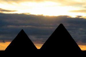 """ピラミッド""""世紀の大発見""""を喜ぶ研究者らに考古学者が釘を刺す"""