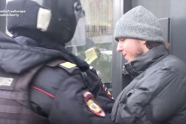 露でプーチン独裁に反対するデモが発生、首都で200以上逮捕か【動画】