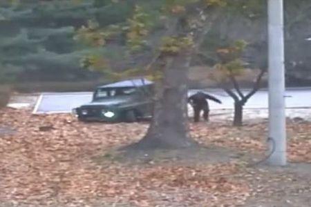 【完全映像】北朝鮮兵士が板門店の軍事境界線を越えて亡命、その動画が公開される