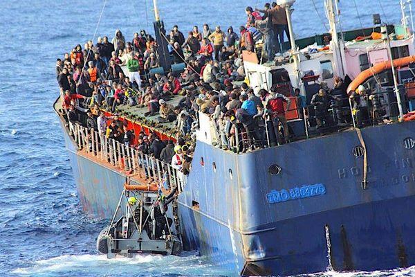 イタリア沖で10代少女26人の遺体を回収、移民船で地中海を渡る途中で死亡