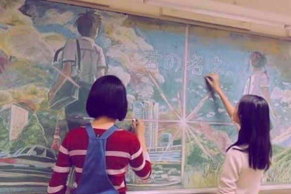 「毎回消されてしまうけど…」それでも黒板に描き続ける生徒たちの絵がすごい