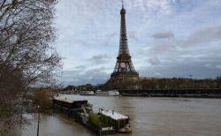 パリのセーヌ川の水位が上昇、一部が氾濫し浸水被害も