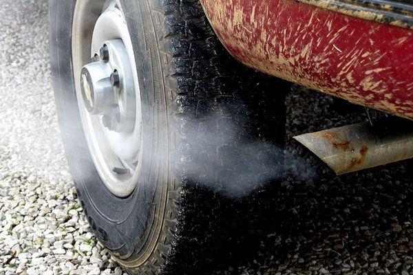 独自動車メーカー出資の研究グループが、排気ガスのテストで人体実験、サルも利用