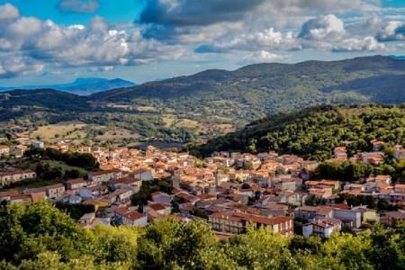 人口減少に悩まされるイタリアの小さな村、家を135円で販売すると発表