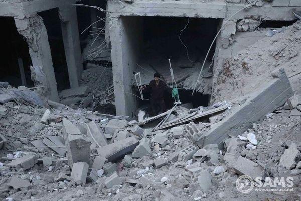シリア政府軍が東グータに連日空爆、子供を含む400人以上が死亡【動画】