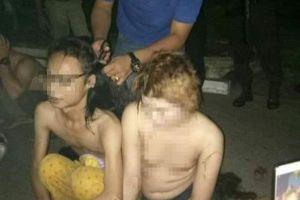 インドネシアの警察が12人のトランスジェンダーを拘束、男の服を着せて髪を切る