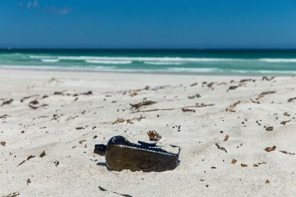 世界最古のボトルメール、132年前にドイツ船から流された瓶が発見される