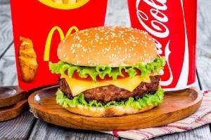 マクドナルド、米国で販売するバーガーの肉に冷凍品を使用しないと発表