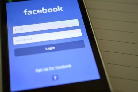 フェイスブックの問題に新たな波紋、個人情報が露へ渡った可能性あり