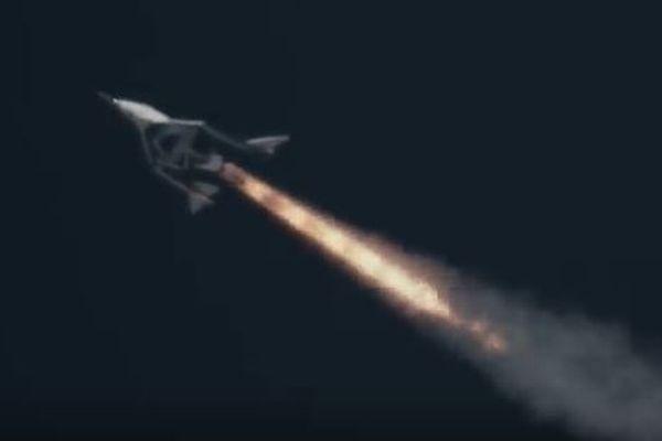 4年前の事故以来、英の民間企業がロケットの動力飛行に成功【動画】