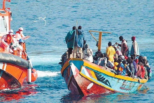 リビアで人身売買組織に囚われていた難民、100人以上が脱出に成功