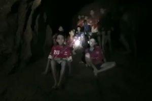 タイの洞窟で行方不明だった13人の生存を確認、発見時の動画も公開される