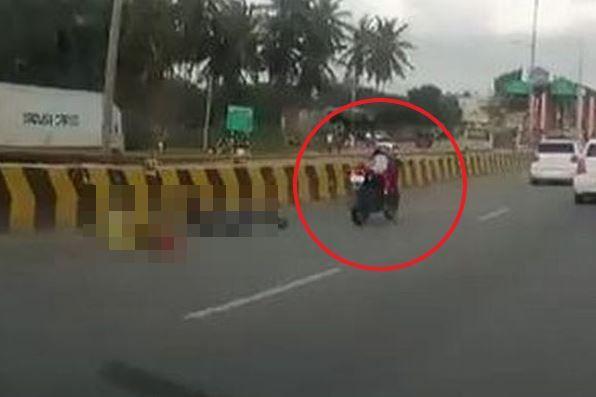 追突してライダーが投げ出されたバイク、赤ちゃんだけをのせて走行する姿が衝撃的