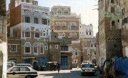 イエメンで10歳の少年をレイプし殺害した3人の男ら、公開処刑後に吊るされる