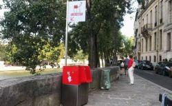 「立ちション」を防ぐためパリの通りに男性用の小便器を設置、地元住民が猛反発