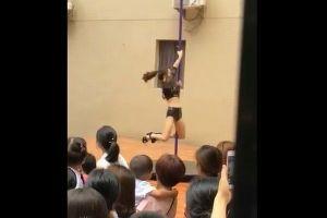 中国の幼稚園で始業式にセクシーなポールダンスを披露、その後校長が辞任