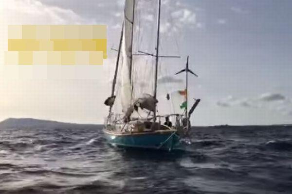 世界一周レースの途中にヨットがインド洋沖で漂流、国際的な救助活動が行われる