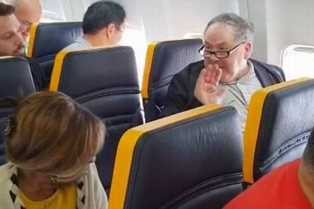 機内で白人の男が高齢者の黒人女性に差別的発言、航空会社の対応にも非難の声