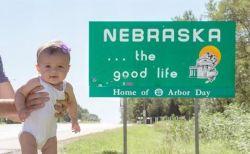 生後5カ月の女の子がまさかの最年少記録更新、それを証明する写真がかわいい