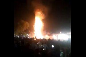 【閲覧注意】インドで祭りの見物客が列車に轢かれ60人が死亡、その映像が恐ろしい