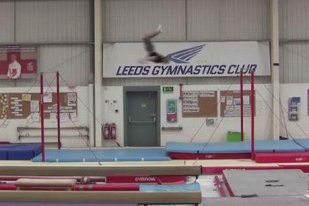 英の体操選手、5m以上も離れた鉄棒に飛び移りギネス記録に認定