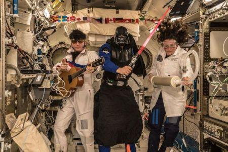 400キロ上空でもハロウィーン、国際宇宙ステーションのクルーも変身
