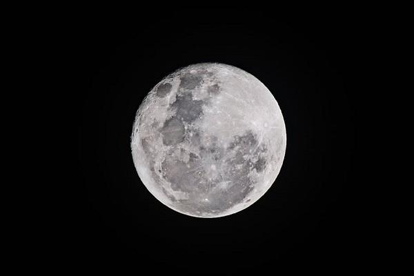 """中国が人工の""""月""""を打ち上げる計画を発表、その目的とは?"""