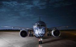 「ユキヒョウ」が描かれた新たな機体、カザフスタンの空港でお披露目