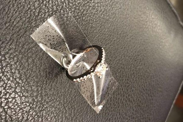 NYで下水溝に落ちた婚約指輪、ネットの力で持ち主を特定し返されることに