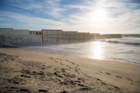米・メキシコ国境を越えようとした移民、1年間で280人以上が死亡