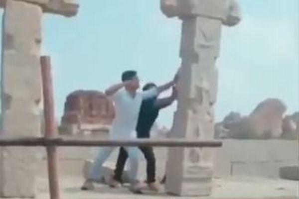 これはひどい!インドで世界遺産の遺跡を破壊するイタズラ映像が撮影される