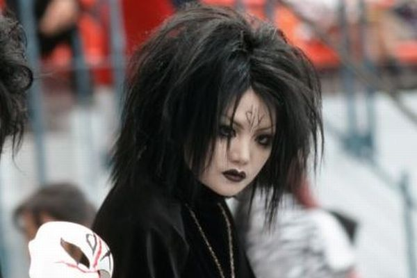 中国の地下鉄でゴシックメイクの女性が乗車拒否に遭う、ネットで抗議が拡大
