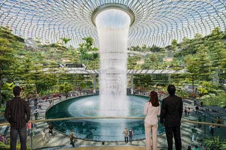 """シンガポールの空港に新施設オープン、世界最大の屋内人工""""滝""""が大迫力!【動画】"""