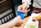米国のレストラン食事代に追加料金が設定される、その理由は気候変動?