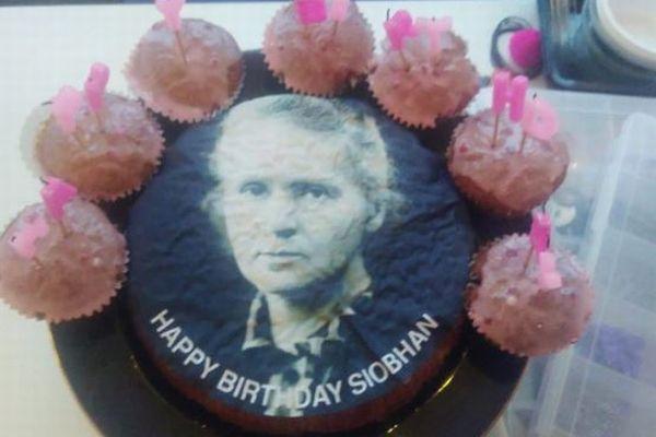 マライア・キャリーのケーキをお願いしたら、マリー・キュリー夫人が届いちゃった!