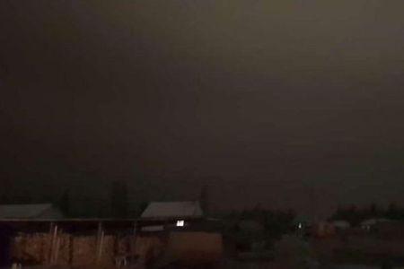 朝になっても暗いまま…ロシアで空が闇に覆われる不思議な現象が発生