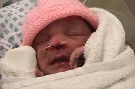 帝王切開のメスが、産まれ出る赤ん坊の顔を切った?!