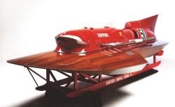 世界に一つ、フェラーリのF1エンジンを積んだ競艇用ボートが競売へ