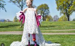 両足義足の9才が、NYコレクションのファッションモデルに