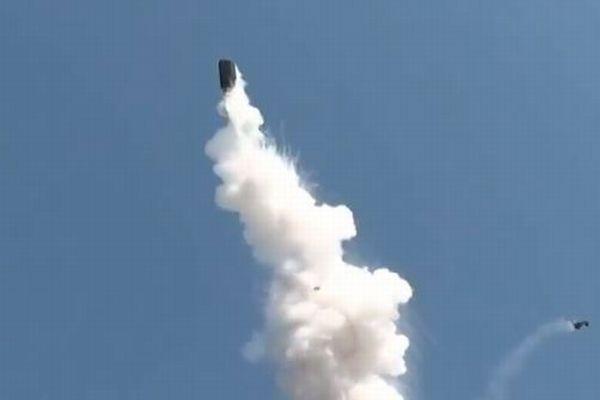 トルコで化学工場が爆発、タンクがロケットのように高く舞い上がる