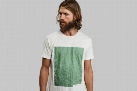 木や藻類から作られ、土に埋めると分解していくTシャツがすごい