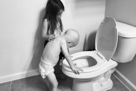 小児がん治療の現実 5才の姉が弟を励ます写真が胸を打つ