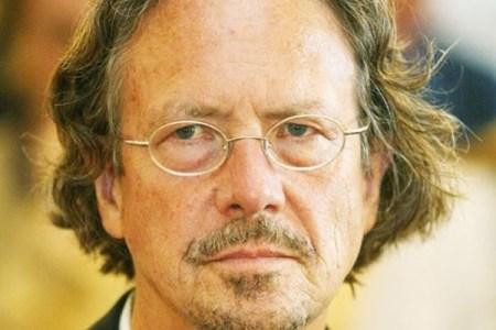 ノーベル文学賞のハントケ氏、大量虐殺否定論者だとして批判が殺到