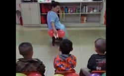 風船を使ってお尻拭きを教える先生にネットが反応、湧き起こる意見
