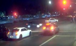暴走車に自ら激突、女性ドライバーがベビーカーを守る
